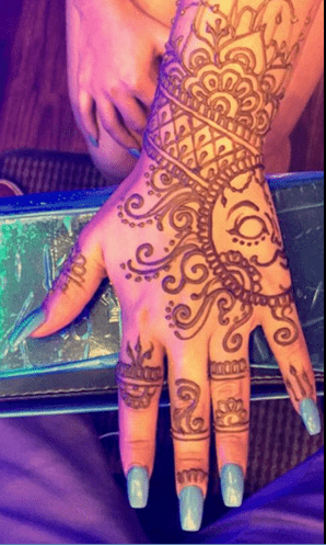 Henna on Hot Waves Salon clients hand